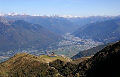 [Monte Tamaro Alpe Foppa](https://www.outdooractive.com/de/route/wanderung/tessin/vom-monte-tamaro-zum-monte-lema/41046672/#dmlb=1)