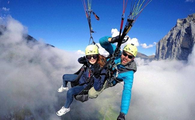 Gleitschirmfliegen Interlaken   Gleitschirmfliegen Schweiz vom Berg, Aussicht