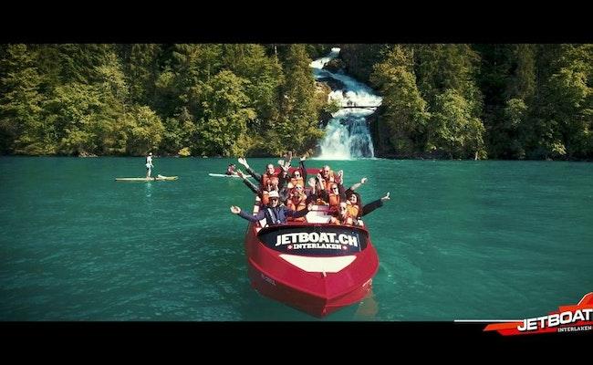 Jetboat Interlaken | Bootsfahrt mit Adrenalinkick und Bergpanorama
